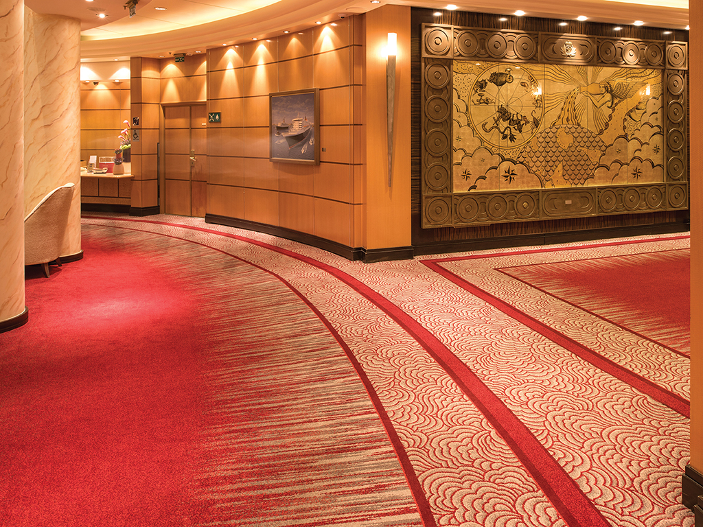 Queen Mary 2 - Entryway, deck 2